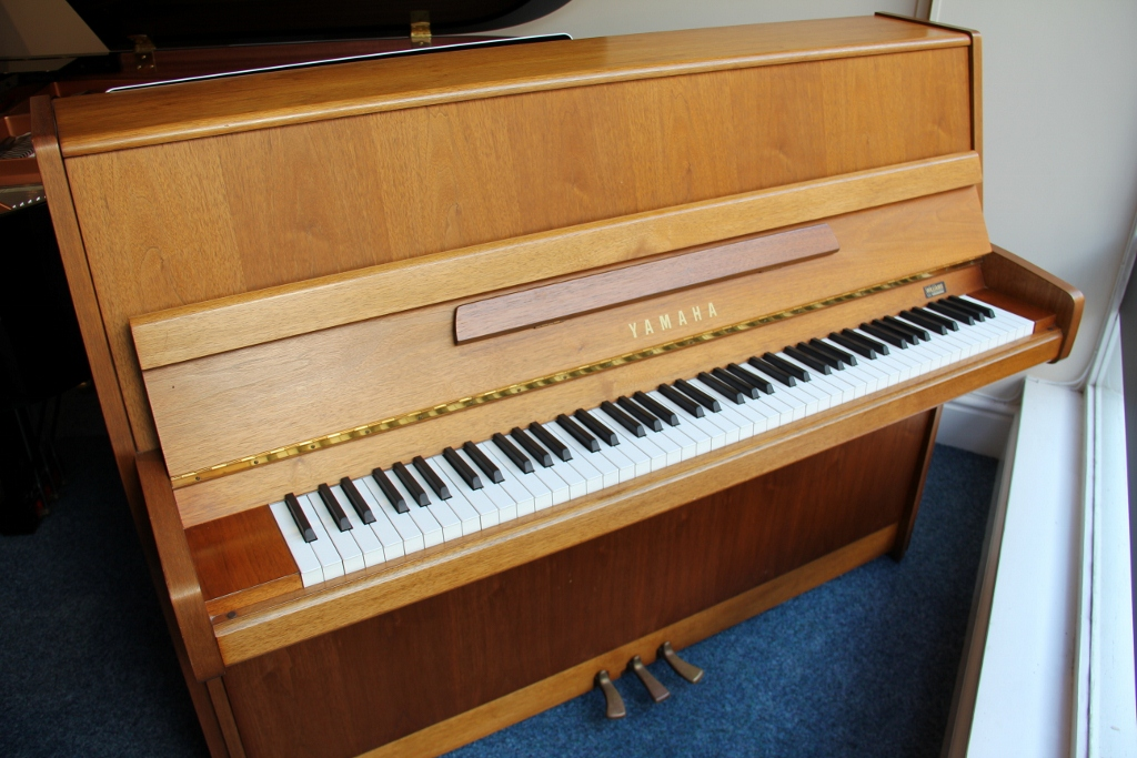 upright pianos new used upright grand pianos for sale. Black Bedroom Furniture Sets. Home Design Ideas