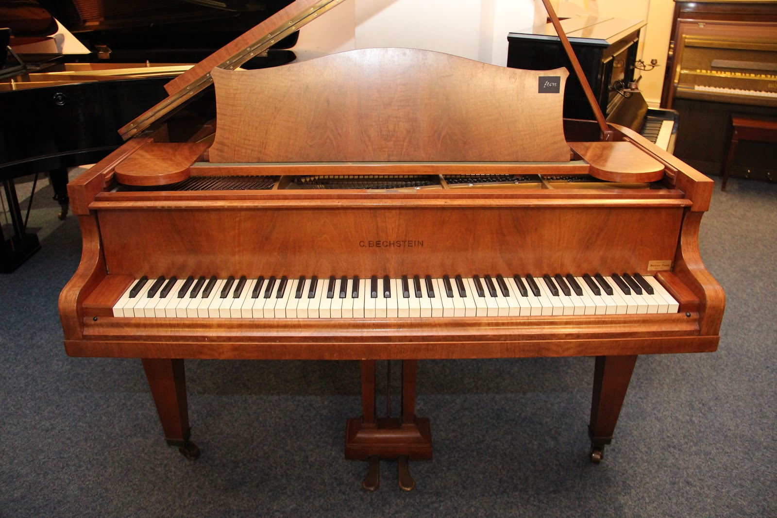 Walnut pianos new used upright grand pianos for sale for Royal pianos